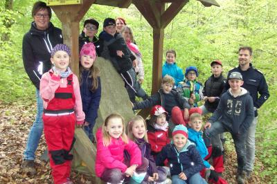 Vorschaubild zur Meldung: Kinderfeuerwehr auf dem Berge lernt über Brunser Hilfsbereitschaft