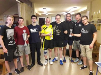 Die Pokalgewinner dieses Jahres von links nach rechts: 1. TuS Einigkeit Kirchberg 2. TTC Lenne 3. TSV Brunsen