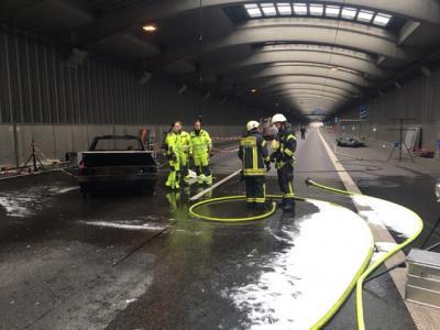Foto zur Meldung: Einsatzkräfte üben den Ernstfall im Autobahntunnel