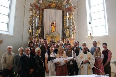 Foto zur Meldung: Hanna Högerl empfing das Hl. Sakrament der Taufe