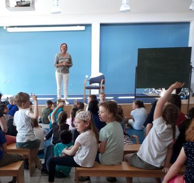 Vorschaubild zur Meldung: Autorenlesung für die 3. und 4. Jahrgänge von Sarah Bosse!