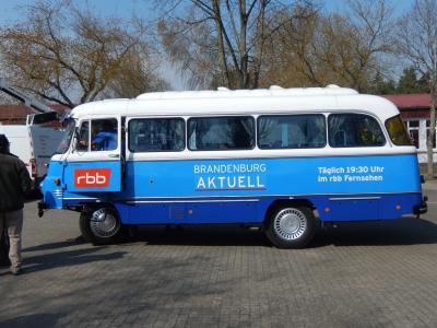 Vorschaubild zur Meldung: Robur-Bus des rbb in Hoppenrade