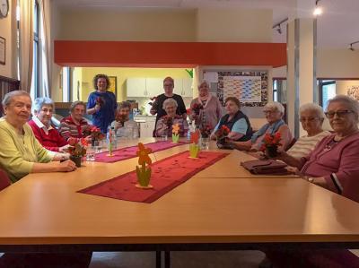 Vorschaubild zur Meldung: Muttertag wird gefeiert beim Seniorencafé