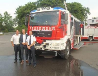 Vorschaubild zur Meldung: Neues Tanklöschfahrzeug offiziell der Freiwilligen Feuerwehr übergeben