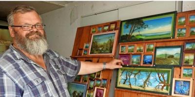 Foto zur Meldung: Maler Uwe Schönefeldt liebt Bäume
