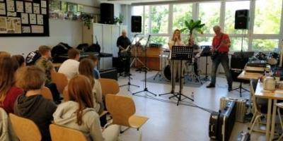 Foto zur Meldung: Das Rockmobil in der Europaschule Werneuchen
