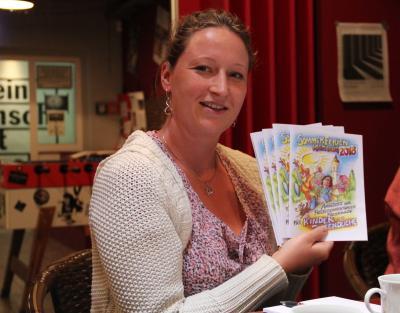 Vorschaubild zur Meldung: Der Sommerferienkatalog ist da. Stadtjugendpflegerin Elfi Hirsch informiert über die Angebote