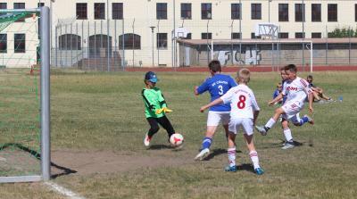Taha Kurtulus ( weisses Trikot, rechts ) erzielte gegen Cölpin zwei Treffer