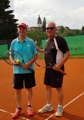 Foto zur Meldung: Tennis Herren 50 / Knapper 5:4 Auswärtssieg in Dornstetten