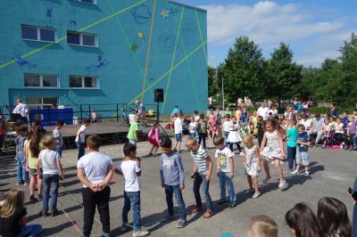 Foto zur Meldung: Schon fertig! :-) Fassadeneinweihung an der Sigmund-Jähn-Grundschule