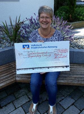 Vorsitzende Irmgard Walentin freut sich riesig über die Spenden