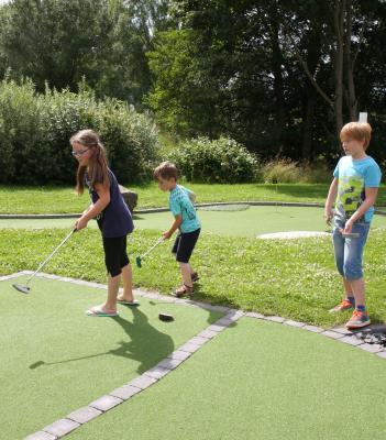 Vorschaubild zur Meldung: Sommerferien - Langeweile? Wie wäre es mit einer Runde Spiel.Golf?