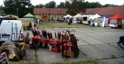 Buntes Markttreiben mit Angeboten aus der Region. Am Nachmittag füllten sich die Flächen vor den Ständen. Über 1000 Besucher fanden sich ein.