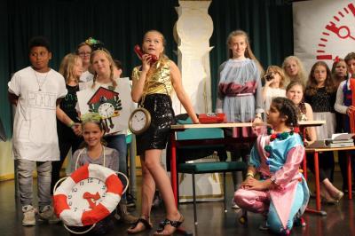 Foto zur Meldung: Musical: Im Land der Uhren