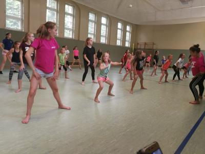 Vorschaubild zur Meldung: Tanzworkshop mit Schülerinnen aus Wusterhausen und aus dem polnischen Przytoczna
