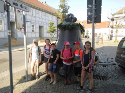 Foto zur Meldung: Elbtalgrundschule pilgerte mit der Glocke