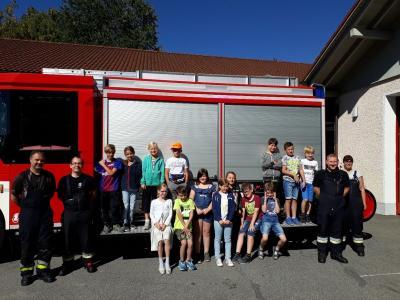 Foto zur Meldung: Die dritte Klasse bei der FFW Prackenbach