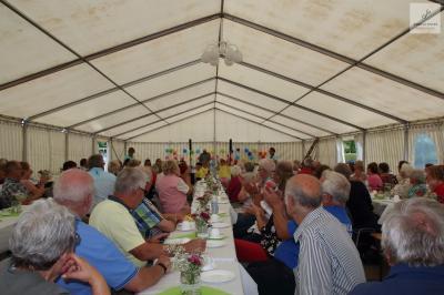 Foto zur Meldung: Seniorennachmittag im Sülter Festzelt