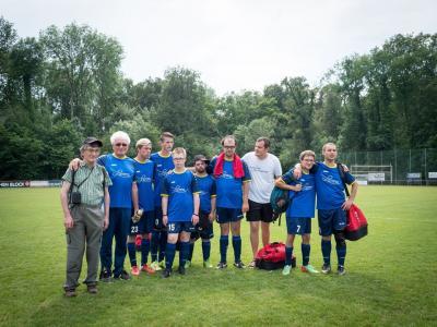 Foto zur Meldung: Jugendliche Fußballer mit Einschränkungen beeindrucken