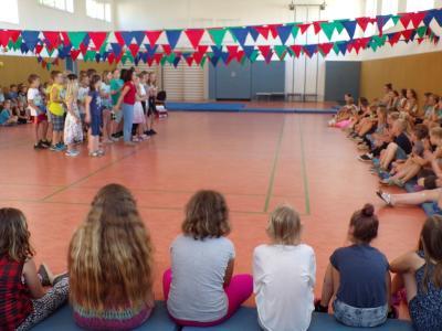Foto zur Meldung: Verabschiedung der 4. Klassen
