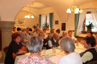 Foto zur Meldung: Lustig war´s bei der Feier in die Sommernacht – Wunderbare Evergreens mit Lieselotte Vogl