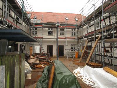 Foto zu Meldung: Rathaus noch im Rohbau – Arbeiten in der Kita vor dem Abschluss