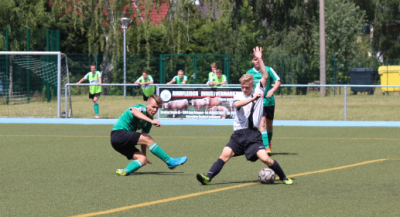 Neuzugang Fabian Kirsch ( grünes Trikot ) erzielte im  ersten Vorbereitungsspiel drei Treffer für den Demminer SV