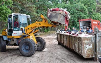 Foto zur Meldung: Groß Laasch - Überreste des Löscheinsatzes beräumt