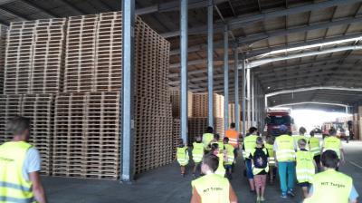 Foto zur Meldung: Forst und Holz und die Grundschule Dahme/Mark