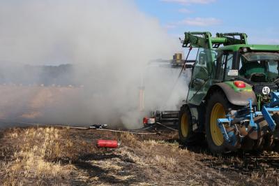 Vorschaubild zur Meldung: Rundballenpresse geht in Flammen auf