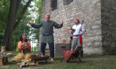 Foto zur Meldung: Städtedreieck liest veranstaltet Literarisches Picknick am Pirkenseer Schloss