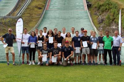 Die erfolgreichen Athleten des Skiverbandes Schwarzwald (SVS) wurden von Präsident Stefan Wirbser und den Vizepräsidenten Hubert Baur und Martin Schlegel ausgezeichnet - Bild: Hahne