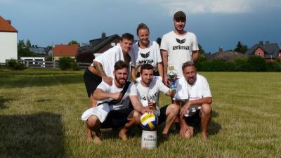 Foto zur Meldung: 4. Rasen Volleyball Turnier