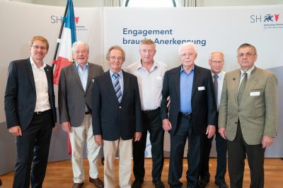 Foto zu Meldung: Ministerpräsident Günther würdigt Engagement für die Demokratie: Empfang für langjährige ehrenamtliche Kommunalpolitiker