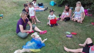 Foto zur Meldung: Abwechslungsreiches Programm bei der Eltern-Kind-Turngruppe in Moosbach