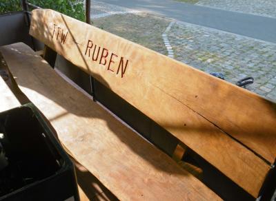 Foto zur Meldung: Sitzgarnitur für Rubener Wehr