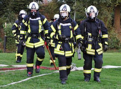 Foto zur Meldung: Blaulicht am Sportplatz – Übung der Feuerwehren