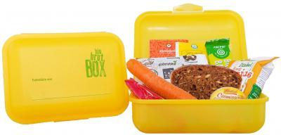 62 Erstklässler der Grund- und Oberschule Calau erhalten Montagvormittag eine lecker gefüllte Brotbox. Foto: PR
