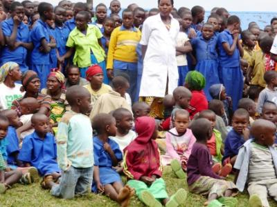 Kinder der Vorschule bei der Einweihung in Mujyojyo