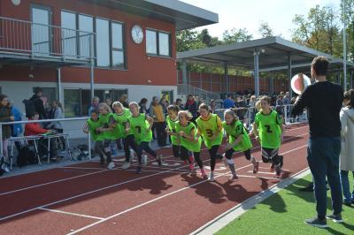 Foto zur Meldung: Jugend trainiert Leichtathletik WK II und III  im neuen Stadion  in Schwarzheide