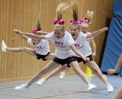 Foto zur Meldung: Cheerleader suchen zweite Kraft