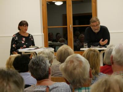 Begeistern im Dorftreff: Ingrid Koch und Hajo Fickus. Foto: Rösler