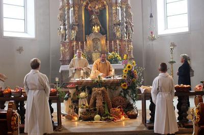 Foto zur Meldung: Erntedank in der Pfarreiengemeinschaft Moosbach, Prackenbach/Krailing gefeiert