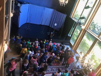 Große Spannung im Theatersaal