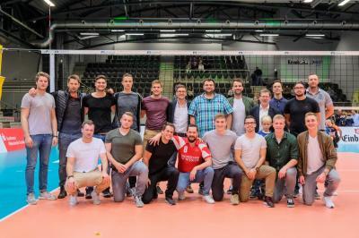 Gruppenbild nach dem Spiel mit Olli Kroll und Karl-Heinz Gleitz