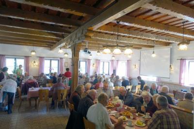 Foto zur Meldung: Gemeinsamer Nachmittag bei den Senioren mit der Pflegeinsel Kuhn