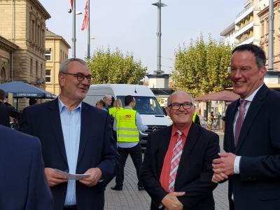 Dietmar Muscheid (DGB), Willi Jäger (VdK RLP) und Michael Ebling (OB Mainz) freuen sich auf das Sozialticket