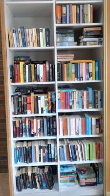 Vorschaubild zur Meldung: Aktualisierung des Bücherregals im DGH