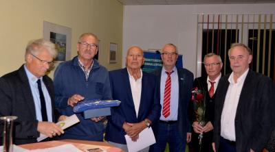 Auszeichnung von Gerd Rieckhoff (Gostorfer SV) mit dem Ehrenamtspreis des KFV SN-NWM, von links Hans-Joachim Jantzen (Ehrenamtsbeauftragter des KFV SN-NWM), Jürgen Prüter (Ehrenmitglied des KFV SN-NWM), Detlef Müller (Vizepräsident des Landesfußballverbandes), Friedbert Ohms (Mitglied im Ehrenamtsausschuss) und Theo Körner (Vorsitzender des KFV SN-NWM)
