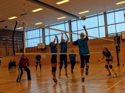 Foto zur Meldung: Erneut Sieg und Niederlage für die Volleyballerinnen